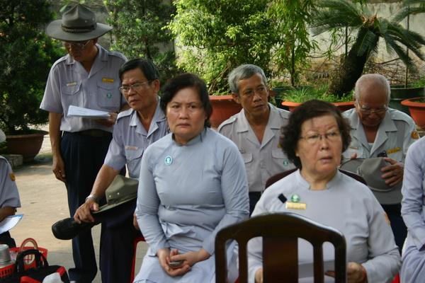 Chị Sáng Ánh – Liên Đoàn Trưởng GĐPT Thiện Hoa 1 (phía sau chị Tịnh Phúc)