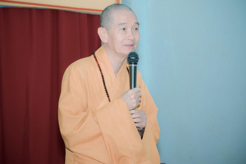 HT Thích Thanh Hùng thay mặt Ban chứng minh ban đạo từ sách tấn hội nghị