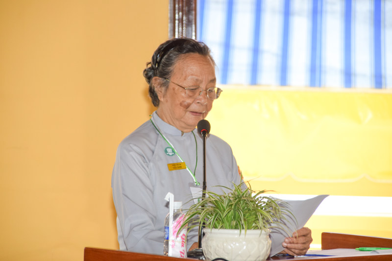 Chị Trưởng Ban Hướng Dẫn đọc diễn văn khai mạc