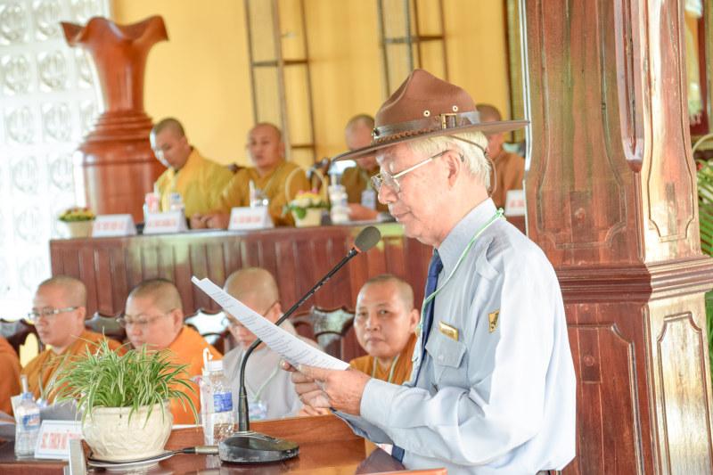 Anh chánh thư ký báo cáo tiến trình hình thành và phát triển của Gia Đình Phật Tử Kiên Giang