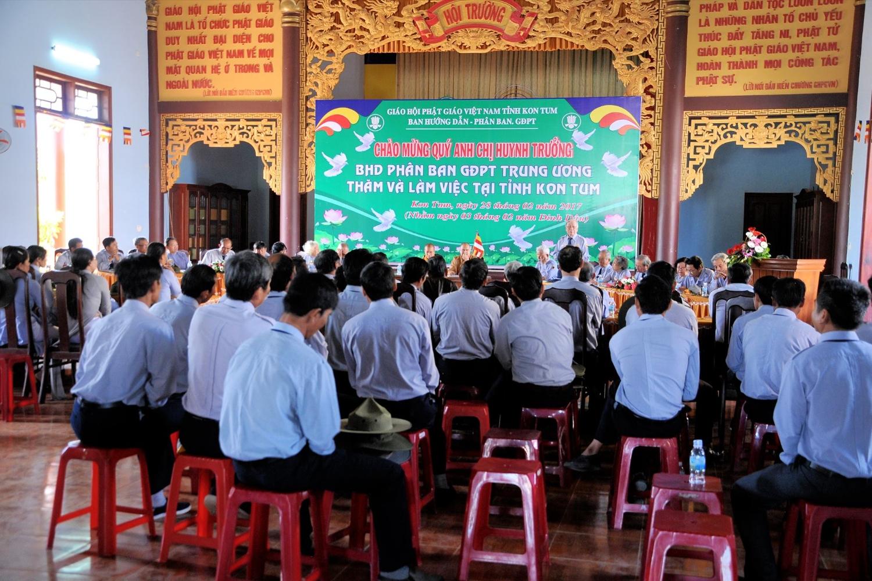 Ban Hướng dẫn Gia Đình Phật tử Trung ương thăm và làm việc tại Kon Tum.